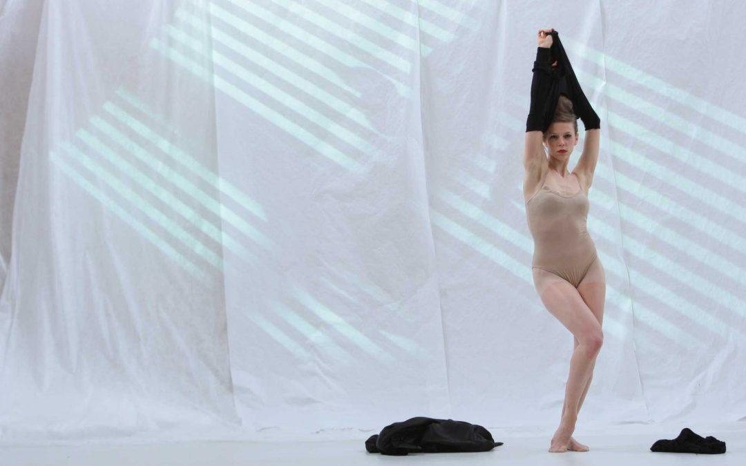 «White Project» Jeudi 06 février 2014 à 18h30, tryptique de 45 minutes, solo de danse et technologies numériques
